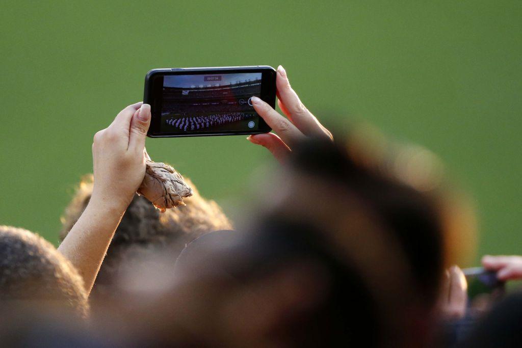 baseball-teams-phones
