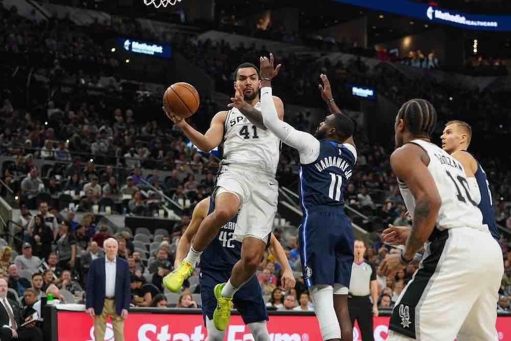 Spurs layup