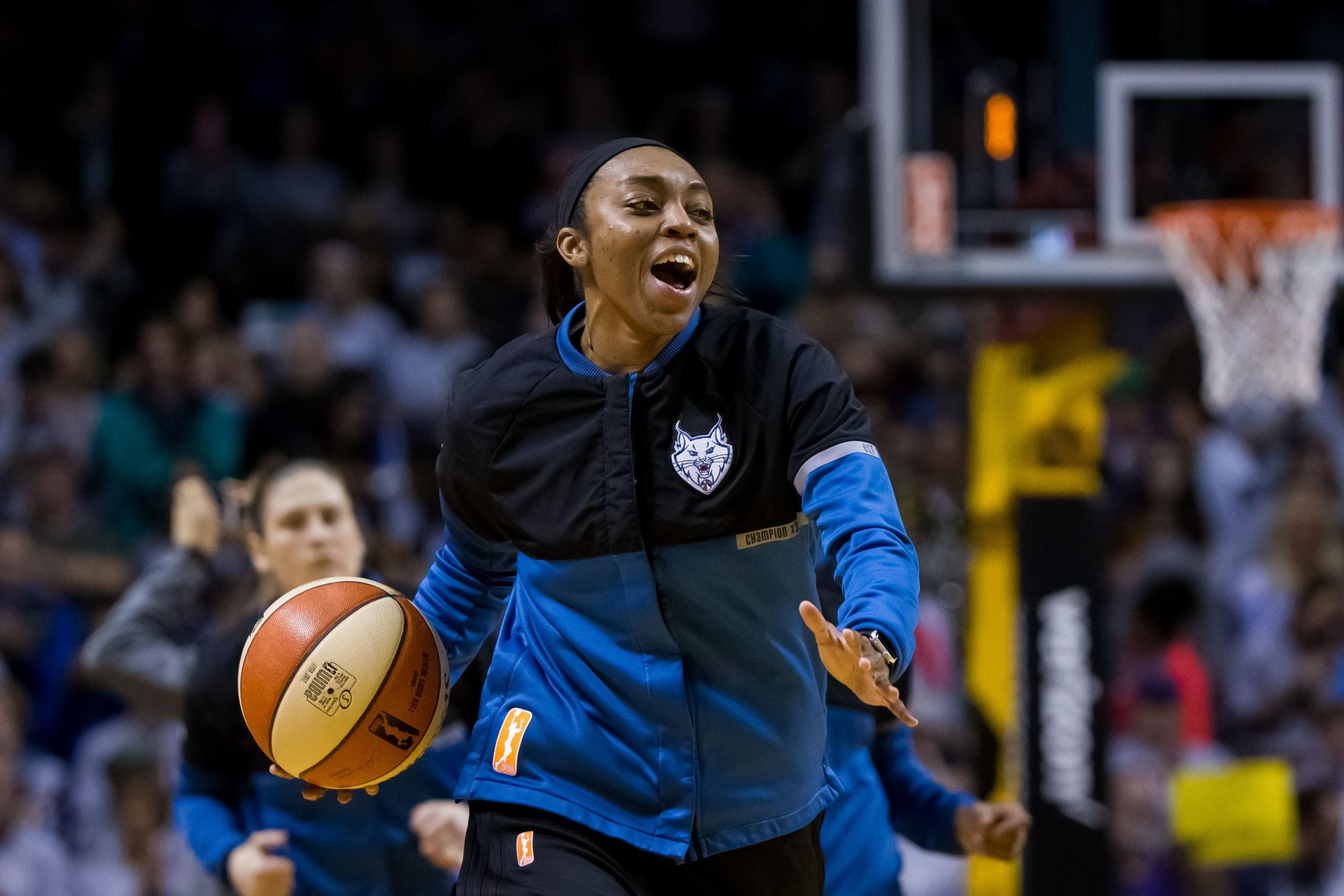 female-athletes-sports-media
